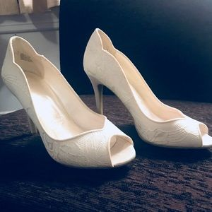 Ivory David's Bridal shoes—never worn! Size 7.5